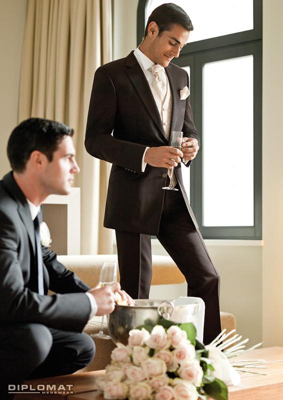dfc0b0c14e1 Салон Сеть магазинов мужской одежды DIPLOMAT - Мужские костюмы - Свадьба.  Все для свадьбы в Санкт-Петербурге. Костюм для жениха.
