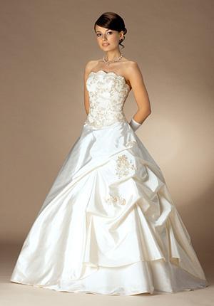 Бальное платье. Уже многие годы в моде пышные свадебные платья, как у Золушки. В таком платье, в самый важный день своей жизни, любая девушка чувствует себя